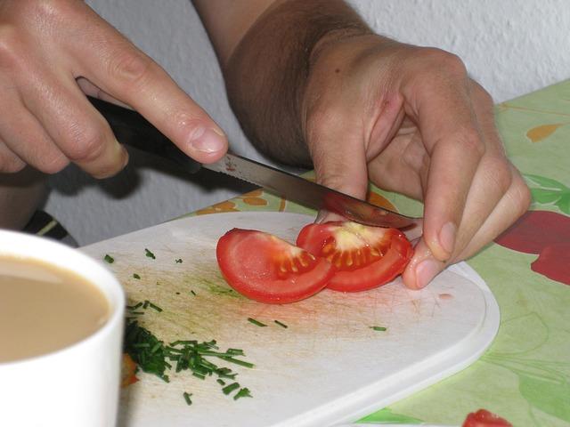 krájení rajčat