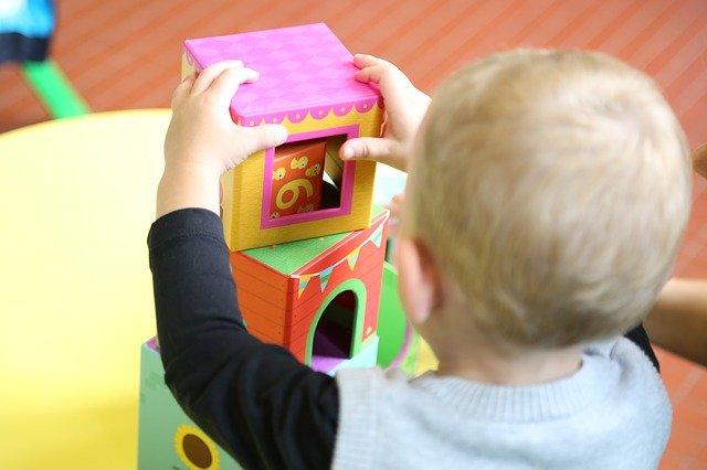 Dítě do školky ve dvou letech: ano či ne?