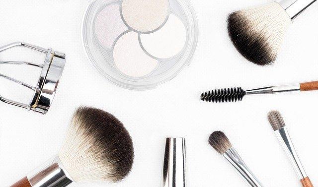Umíte si správně vybrat make-up?