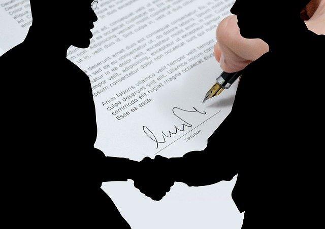 potřesení rukou a smlouva.jpg