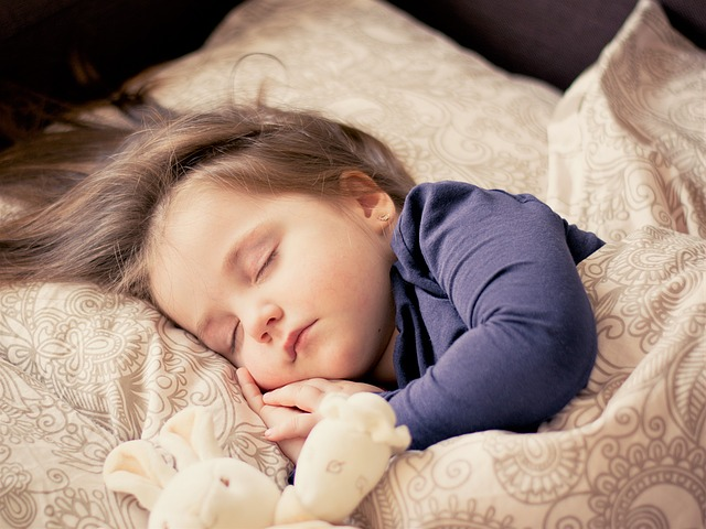 spánek s plyšákem