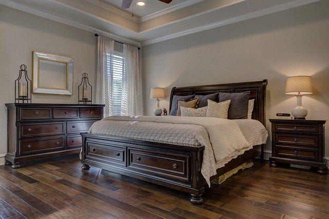 Dřevěné masivní postele