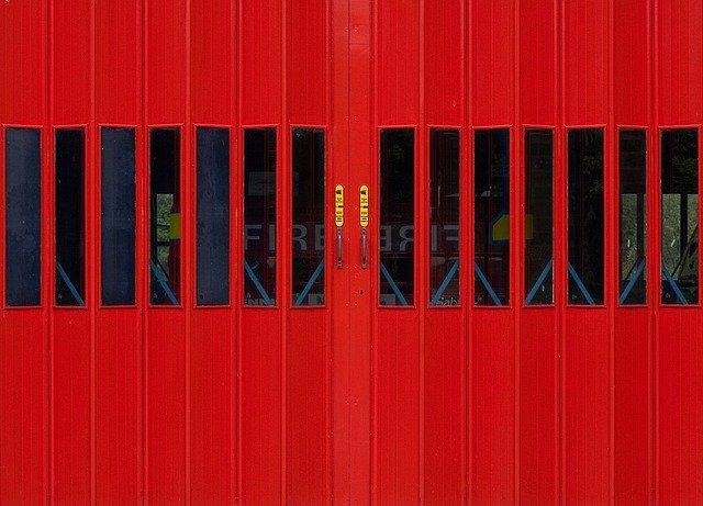 průmyslová vrata červený